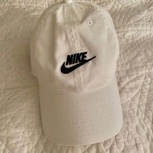 Nike women's baseball cap